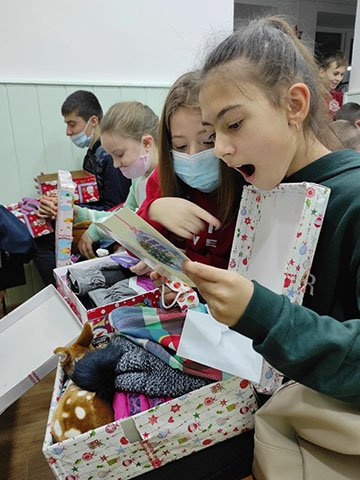children with shoebox gifts in Moldova 2020