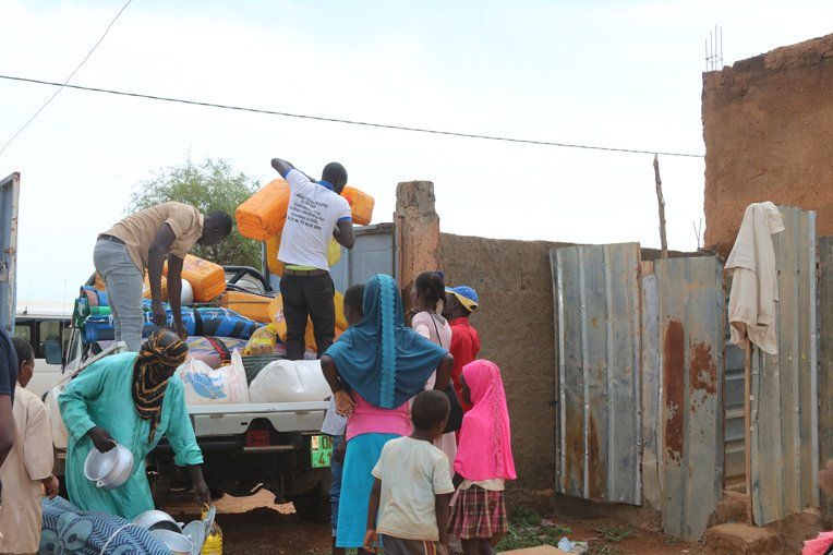 Samaritan's Purse teams in Niger provided internally displaced families with food, cooking supplies, and other items.